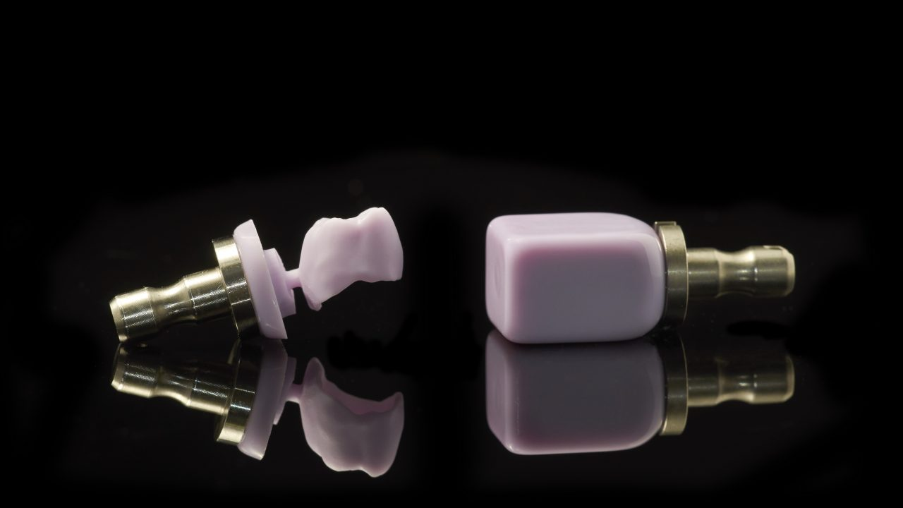 Molar And Block Of Lithium Disilicate Glass-ceramic For The Cad